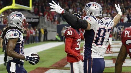 New England Patriots wide receiver Keshawn Martin (82)
