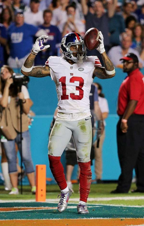 Giants' Odell Beckham Jr. signals after catching a