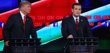Republican presidential candidate U.S. Sen. Ted Cruz, center,