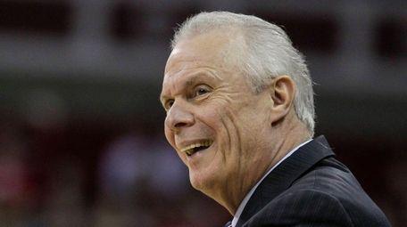 Wisconsin coach Bo Ryan looks to an