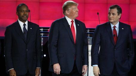 Republican presidential candidates Ben Carson, left, Donald