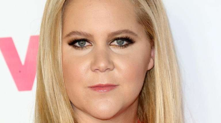 Amy Schumer attends a VH1 and Entertainment Weekly