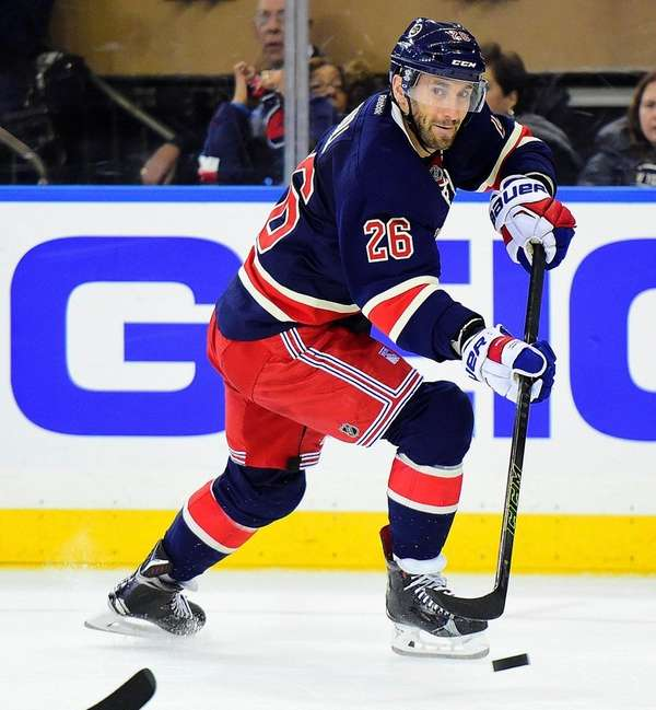 New York Rangers center Jarret Stoll (26)