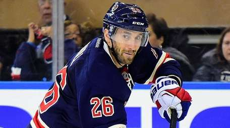 New York Rangers center Jarret Stoll (26)