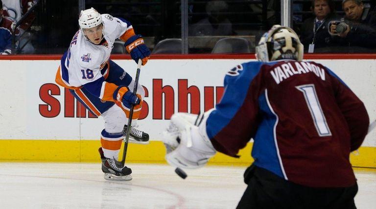 Islanders center Ryan Strome fires shot at Avalanche