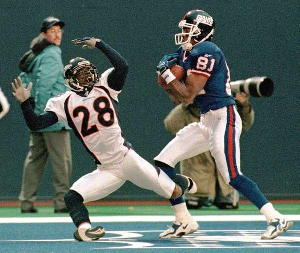 Amani Toomer catches the winning touchdown pass from