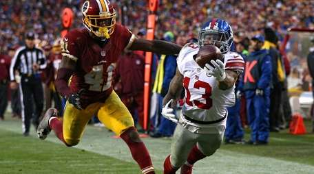 Giants' Odell Beckham makes a diving catch in
