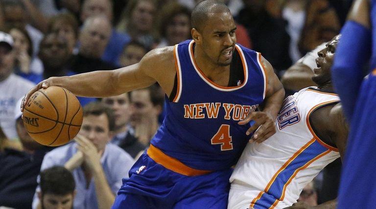 New York Knicks guard Arron Afflalo (4) fouls