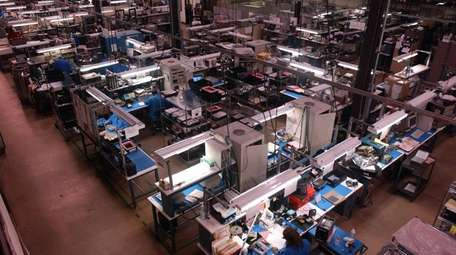 Overview of the manufacturing plant at Comtech Telecomunications