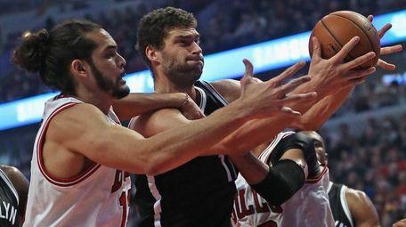 Joakim Noah #13 of the Chicago Bulls and