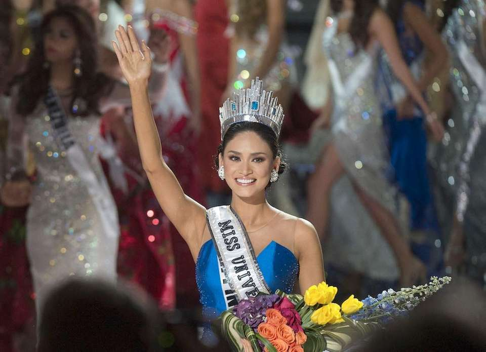 Miss Philippines Pia Alonzo Wurtzbach is crowned Miss
