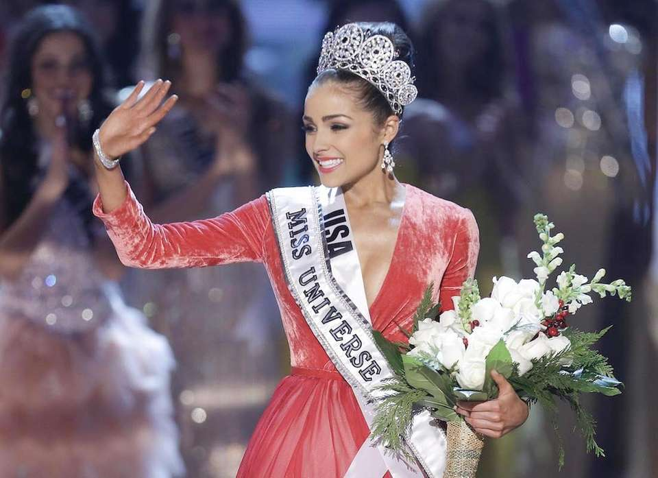 Miss USA Olivia Culpo, waves to the crowd