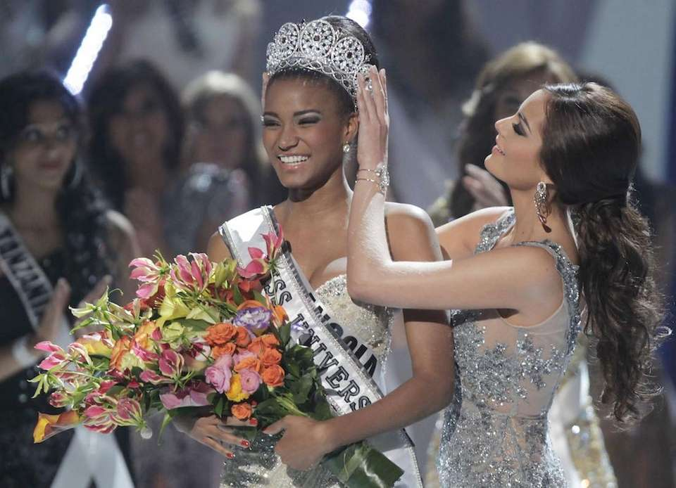 Miss Angola Leila Lopes is crowned Miss Universe