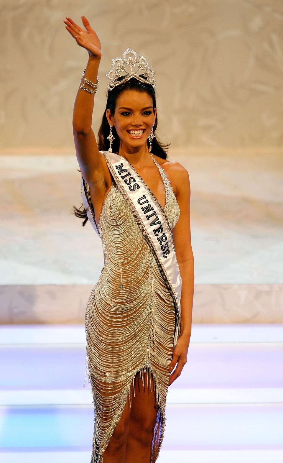 Miss Puerto Rico Zuleyka Rivera Mendoza waves to