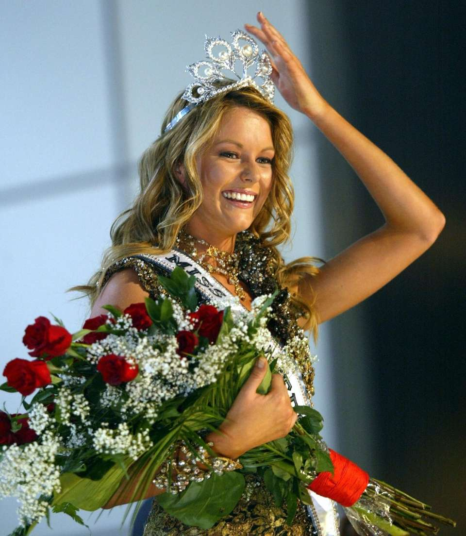 Miss Australia Jennifer Hawkins smiles after being crowned
