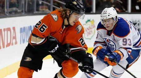 Carl Hagelin #26 of the Anaheim Ducks