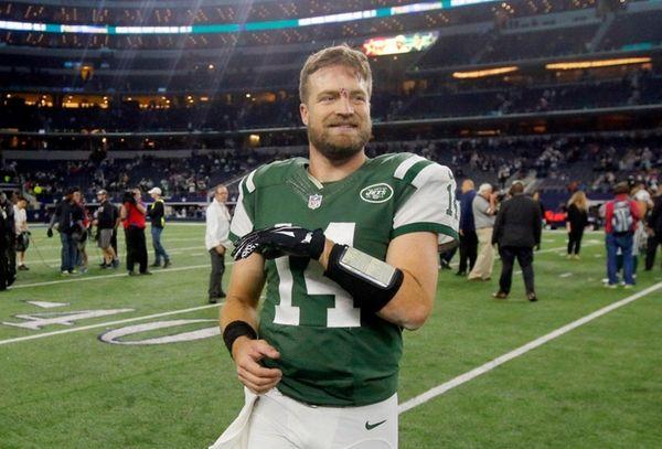 New York Jets quarterback Ryan Fitzpatrick (14) smiles