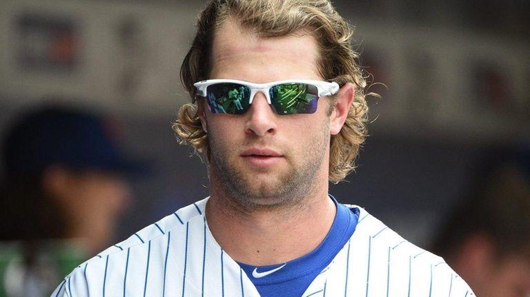 New York Mets left fielder Kirk Nieuwenhuis looks