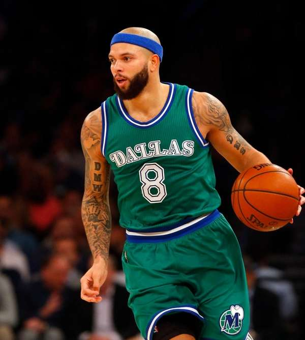 Mavericks' Deron Williams controls ball against Knicks at
