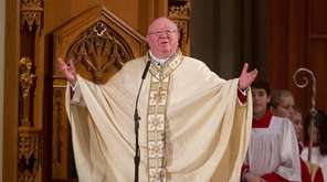 Bishop William Murphy leads Christmas Mass at St.