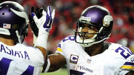 Adrian Peterson #28 of the Minnesota Vikings celebrates