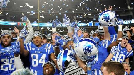 Duke players celebrating their 44-41 victory over Indiana