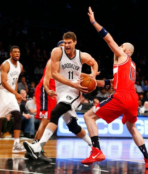 Brook Lopez drives against the Wizards' Marcin Gortat