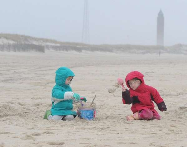 Sineah Walsh, 4, left, and her twin sister,