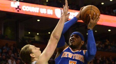 Knicks' Carmelo Anthony shoots over Boston Celtics' Kelly