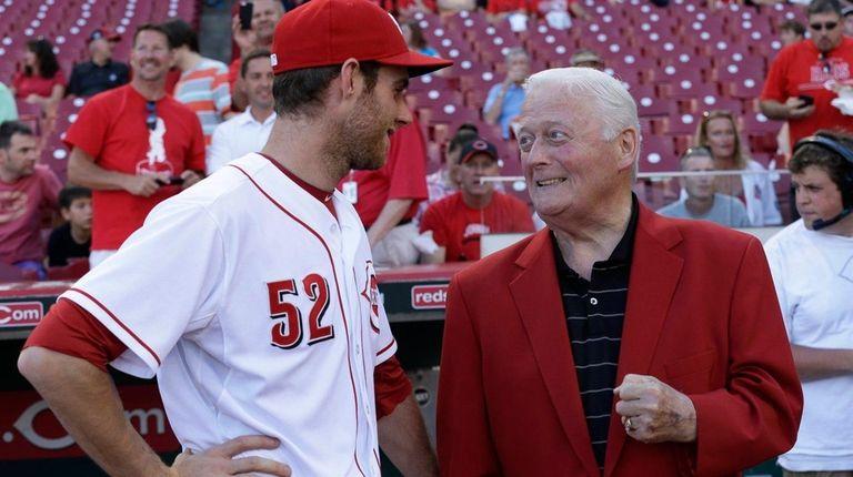 Cincinnati Reds starting pitcher Tony Cingrani (52) talks