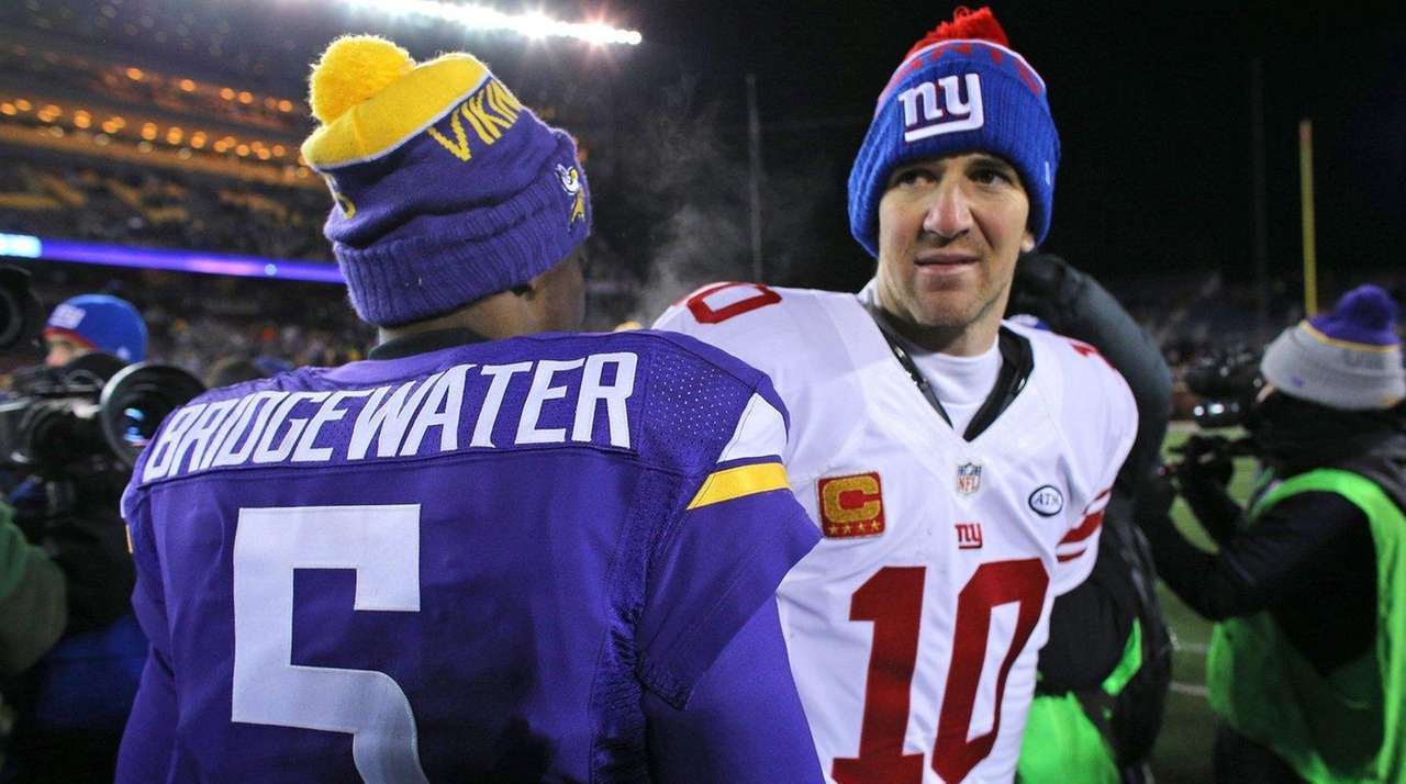 Eli Manning greets Vikings quarterback Teddy Bridgewater after