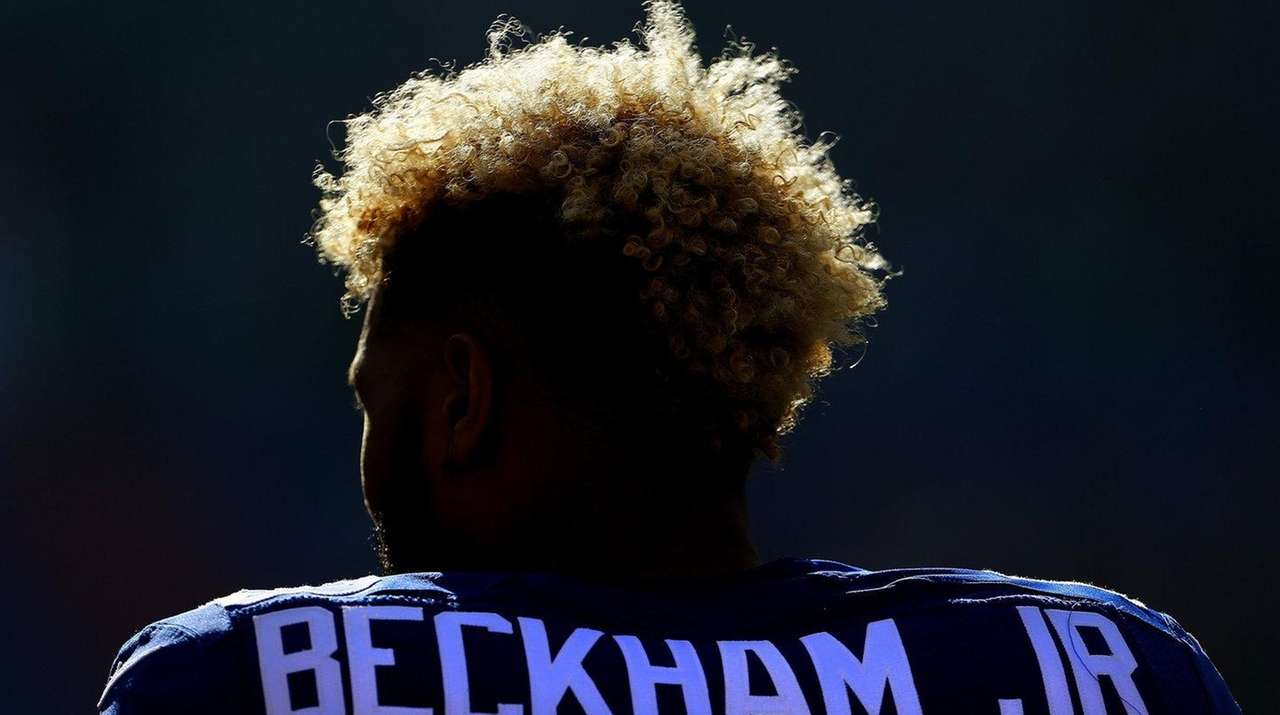Giants receiver Odell Beckham Jr. stands at attention