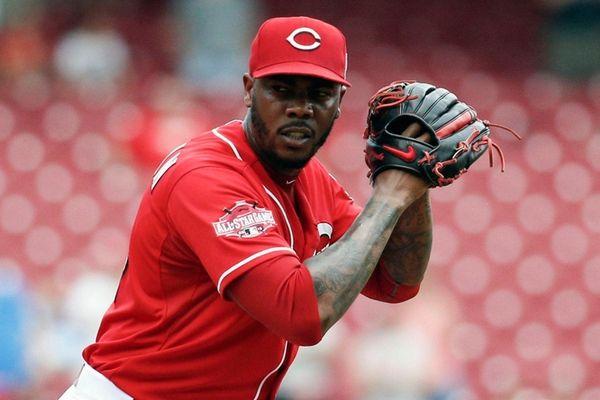 Cincinnati Reds relief pitcher Aroldis Chapman prepares to