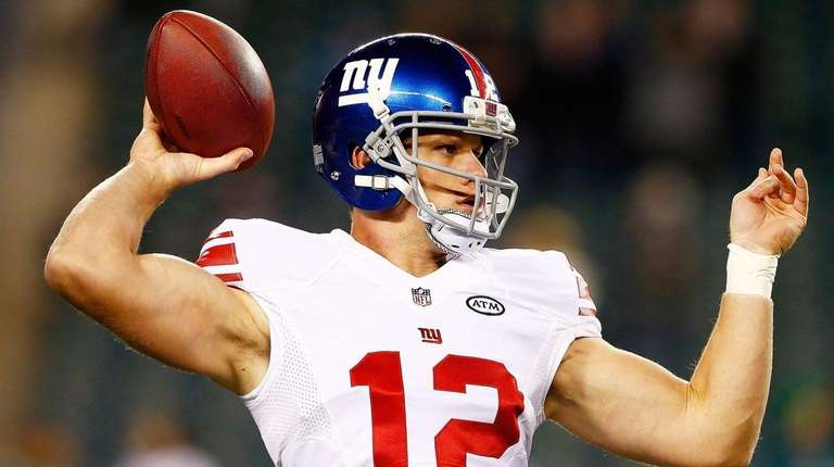 Ryan Nassib of the New York Giants warms