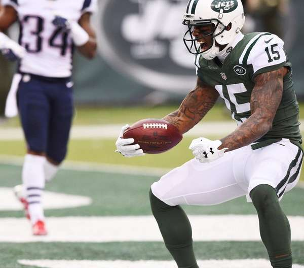 Jets receiver Brandon Marshall makes a catch and