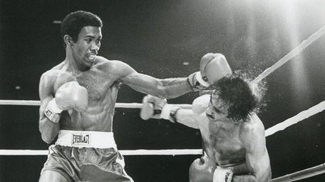 Howard Davis, left, battles Angel Cruz at the