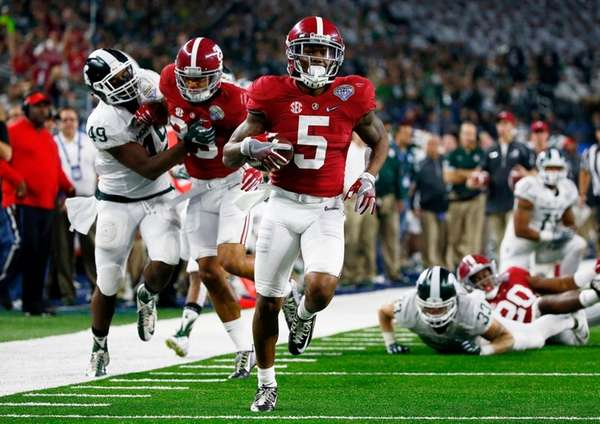 Cyrus Jones of the Alabama Crimson Tide returns