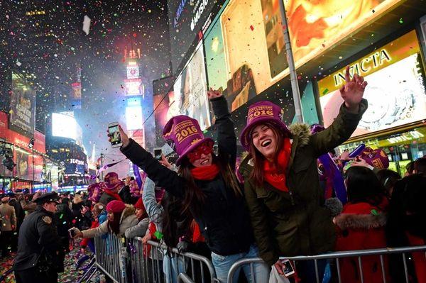 New Year's Eve revelers Ayaka Tsutsnmi and Yurina