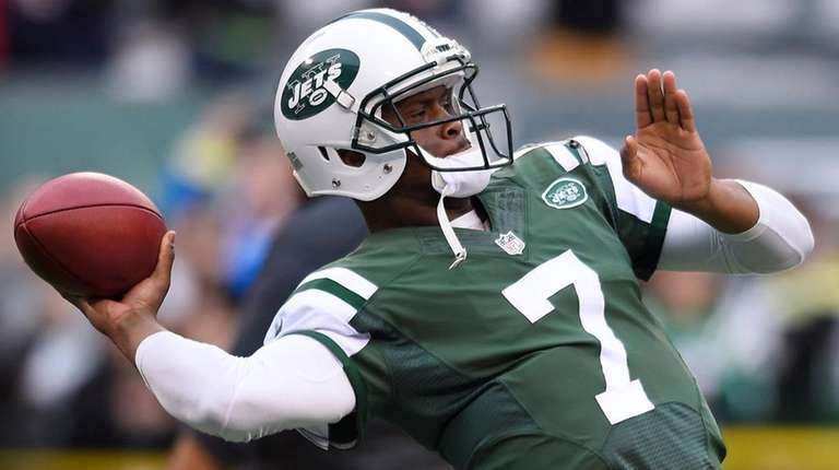 Jets backup quarterback Geno Smith during pregame as