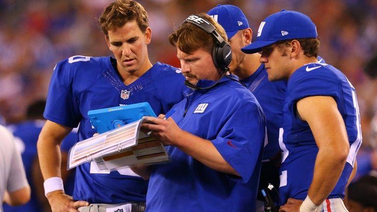 New York Giants quarterback Eli Manning (10) and