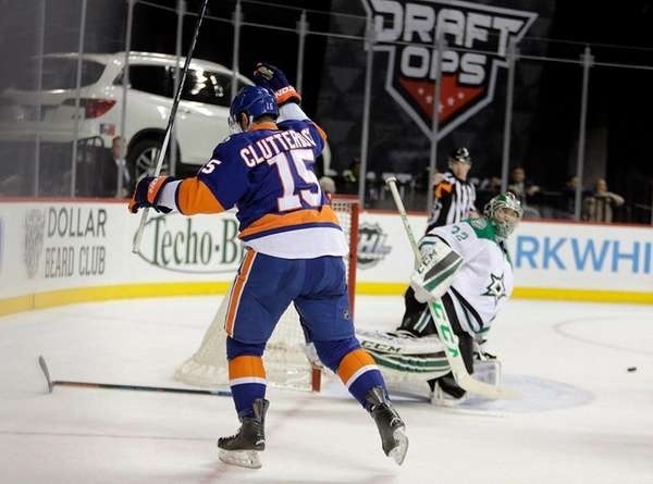 New York Islanders right wing Cal Clutterbuck
