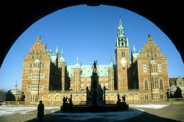 Walking up to Frederiksborg Castle, you can almost