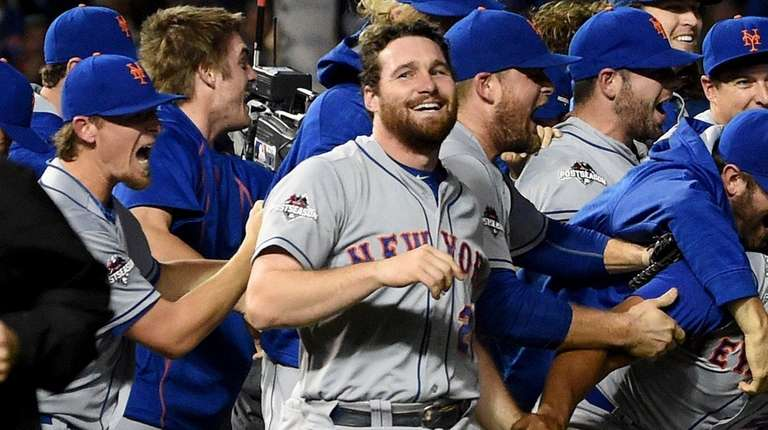 Daniel Murphy and the New York Mets celebrate