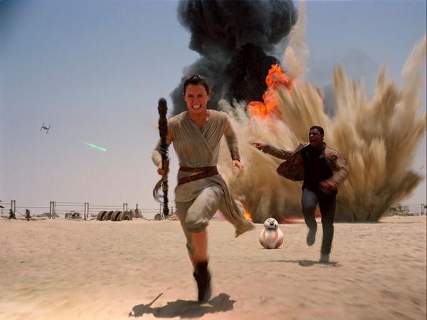 Daisy Ridley and John Boyega in a scene