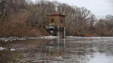 The proposal includes restoring the Hempstead Lake dam,