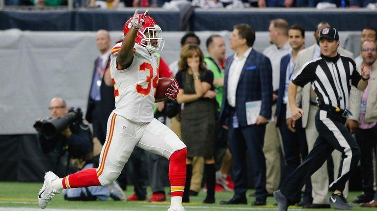 Knile Davis of the Kansas City Chiefs returns