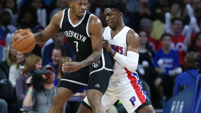 Joe Johnson, who had 14 points, tries to