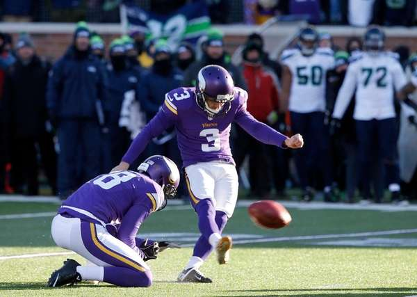 Minnesota Vikings kicker Blair Walsh misses a field