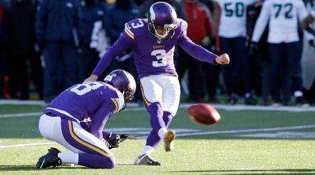 Minnesota Vikings kicker Blair Walsh misses a field