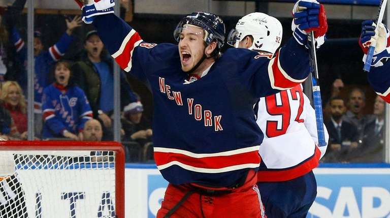 Kevin Hayes of the New York Rangers celebrates